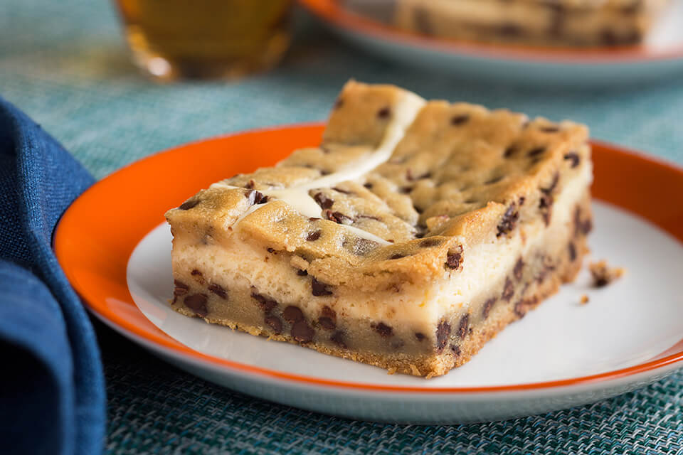 Chocolate Chip Cookie Bars with Cheesecake Filling
