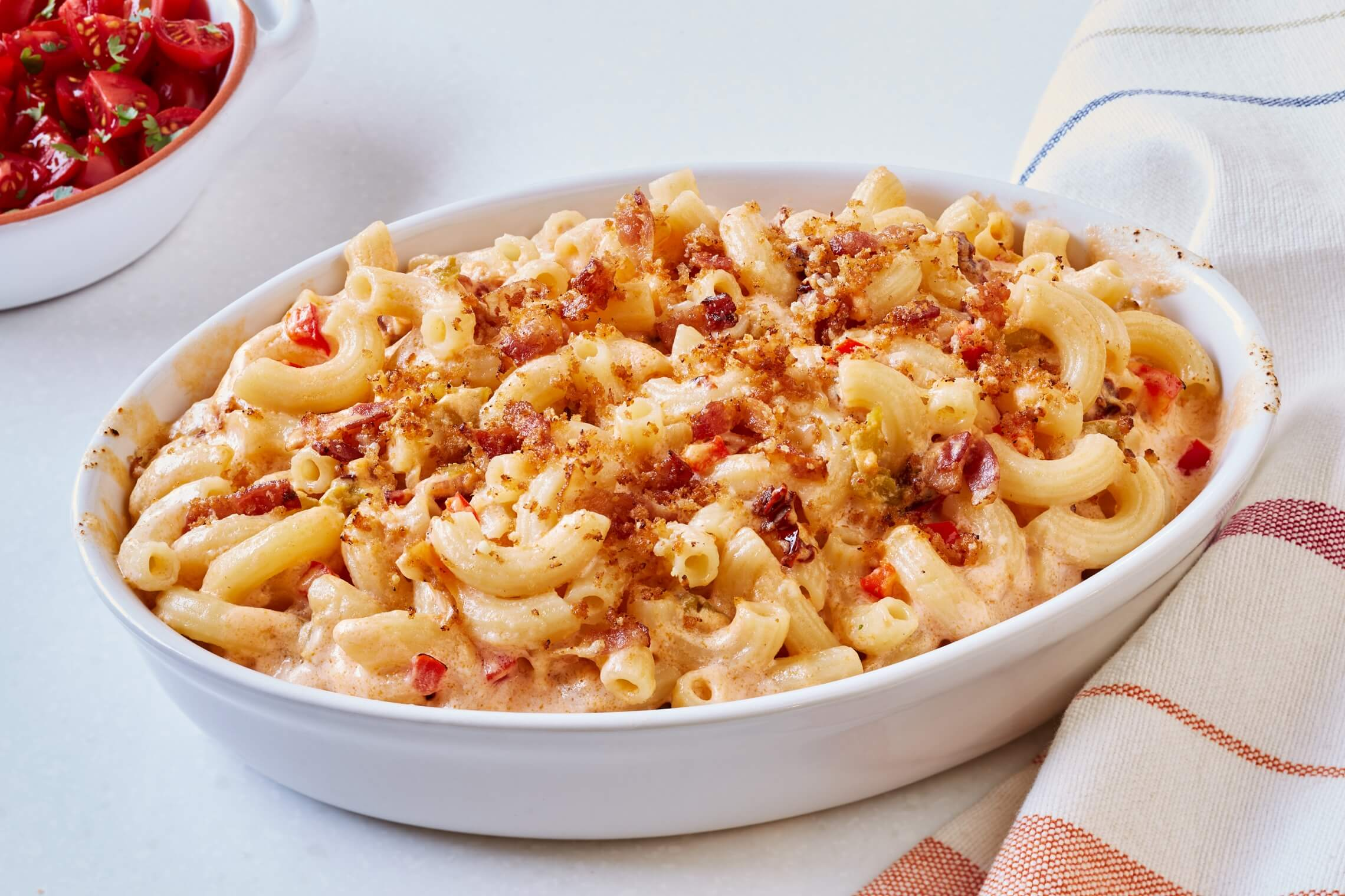 Southwestern Mac Cheese With Bacon Crumble